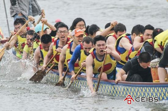CEIBS Team Wins National MBA Dragon Boat Race