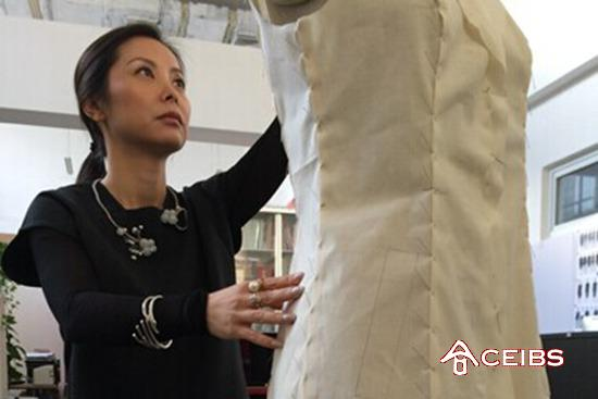EMBA 2009 Alumnus Zhao Huizhou Dresses First Ladies at APEC